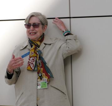 Docent Norma Landau