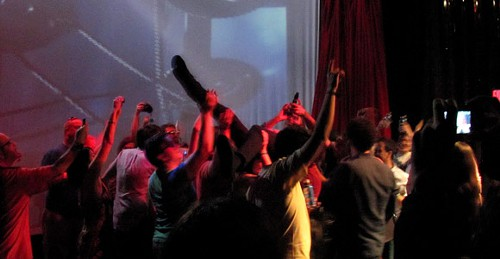 Ted Leo crowdsurfing to Summer Babe